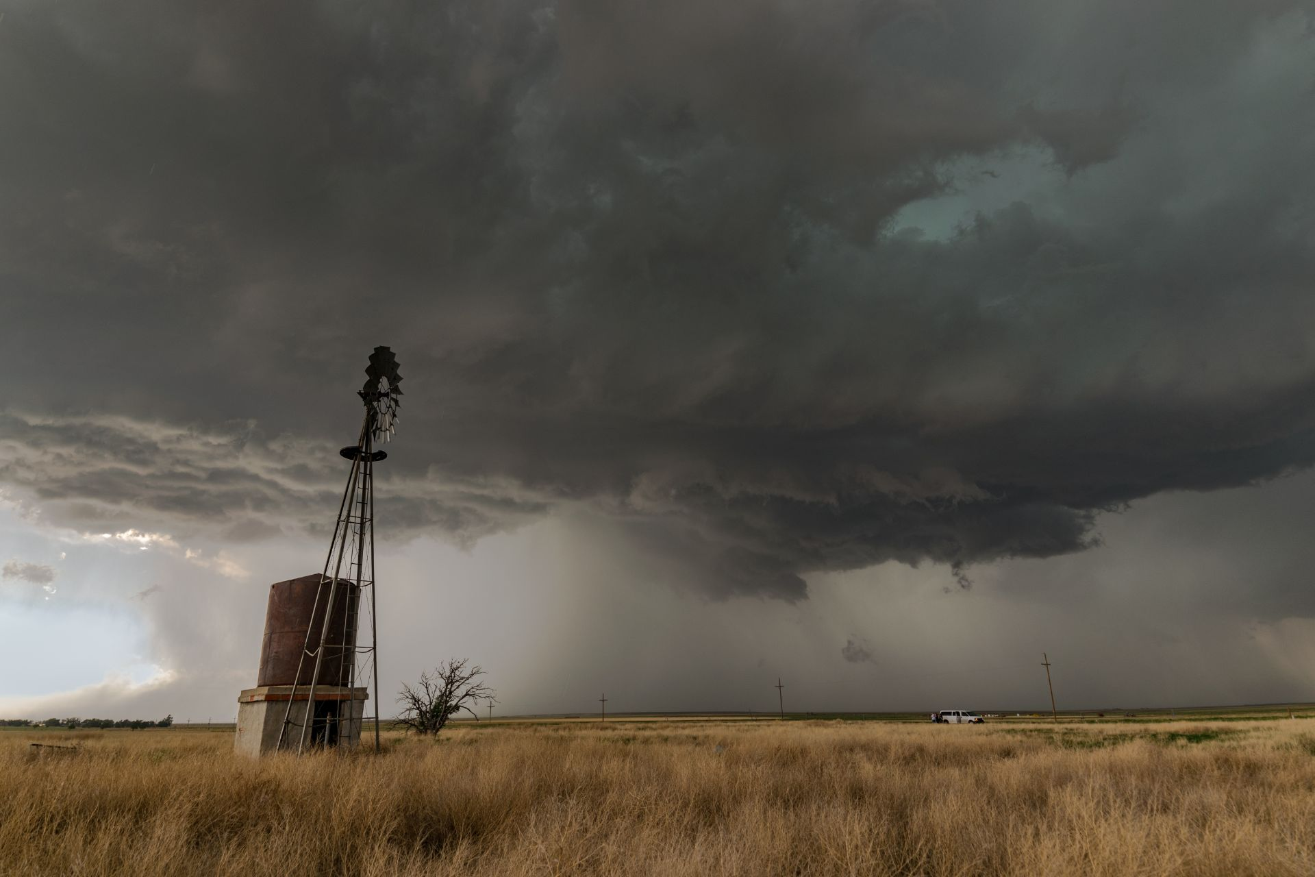 severe thunderstorms over windmill
